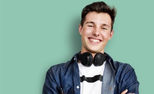 Durchsichtige Zahnschienen Invisalign für Jugendliche München-Unterföhring