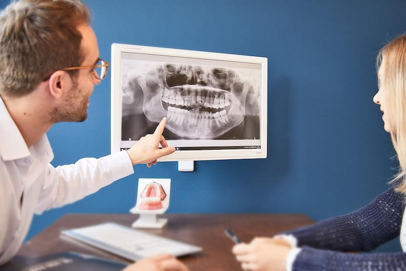 Zahnfehlstellung Kieferorthopaede bei München